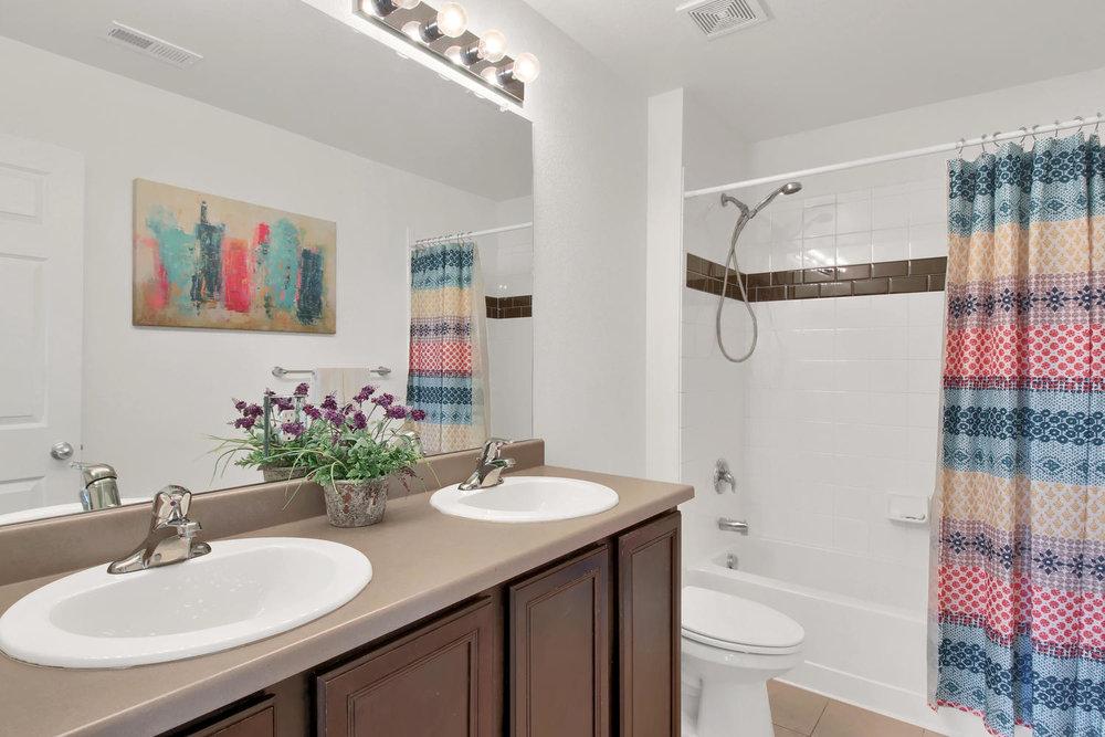 9076 Ellis Way Arvada CO 80005-large-020-31-Bathroom-1500x1000-72dpi.jpg