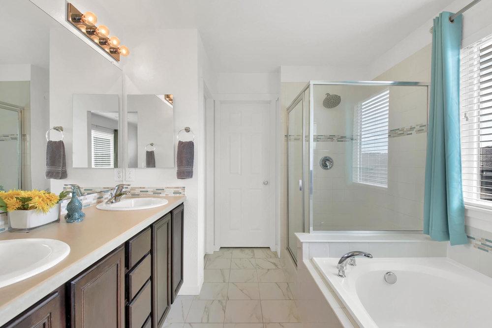 9076 Ellis Way Arvada CO 80005-large-025-34-Bathroom-1500x1000-72dpi.jpg