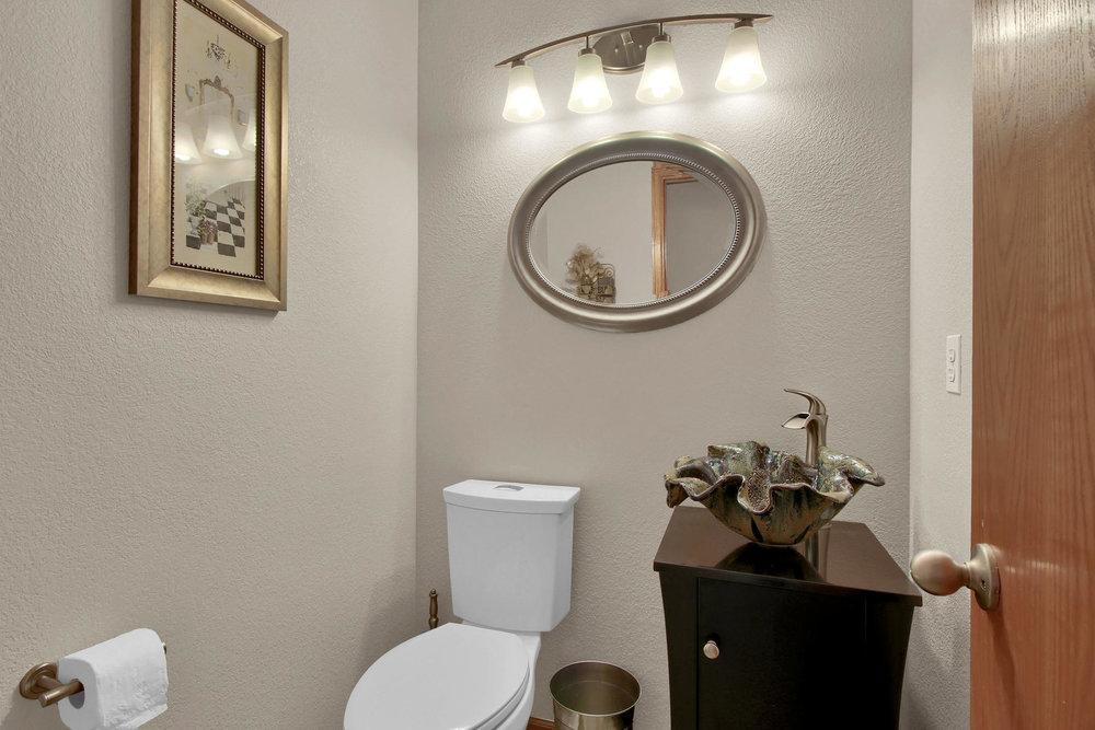 5547 Quail St Arvada CO 80002-010-14-Bathroom-MLS_Size.jpg