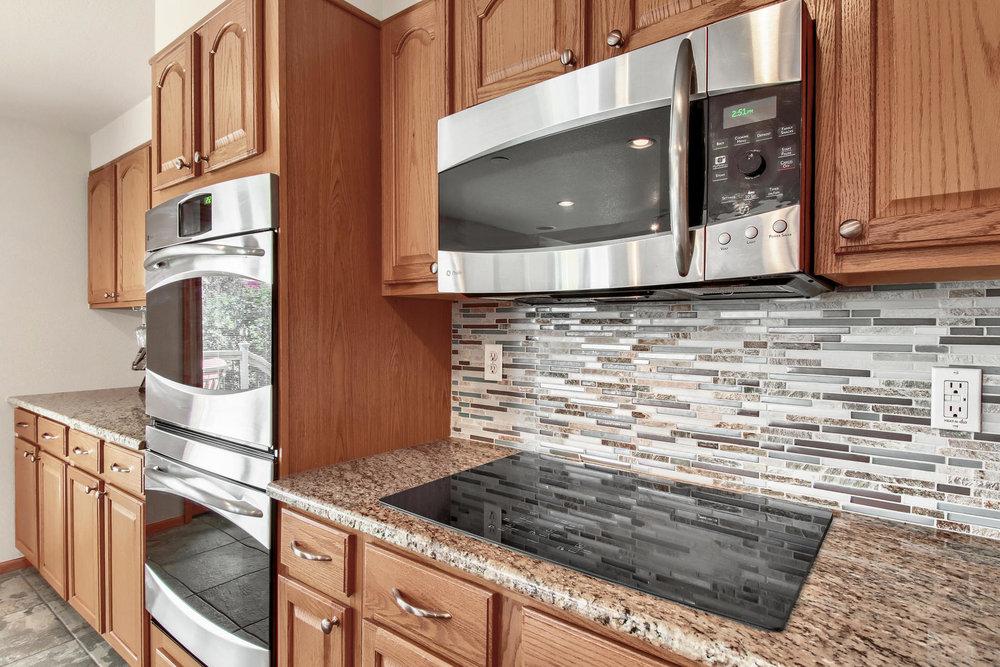 5547 Quail St Arvada CO 80002-018-22-Kitchen-MLS_Size.jpg