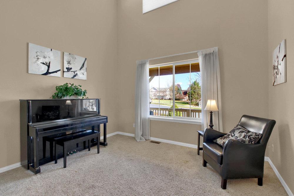 5367 Parfet St Arvada CO 80002-005-2-Living Room-MLS_Size.jpg