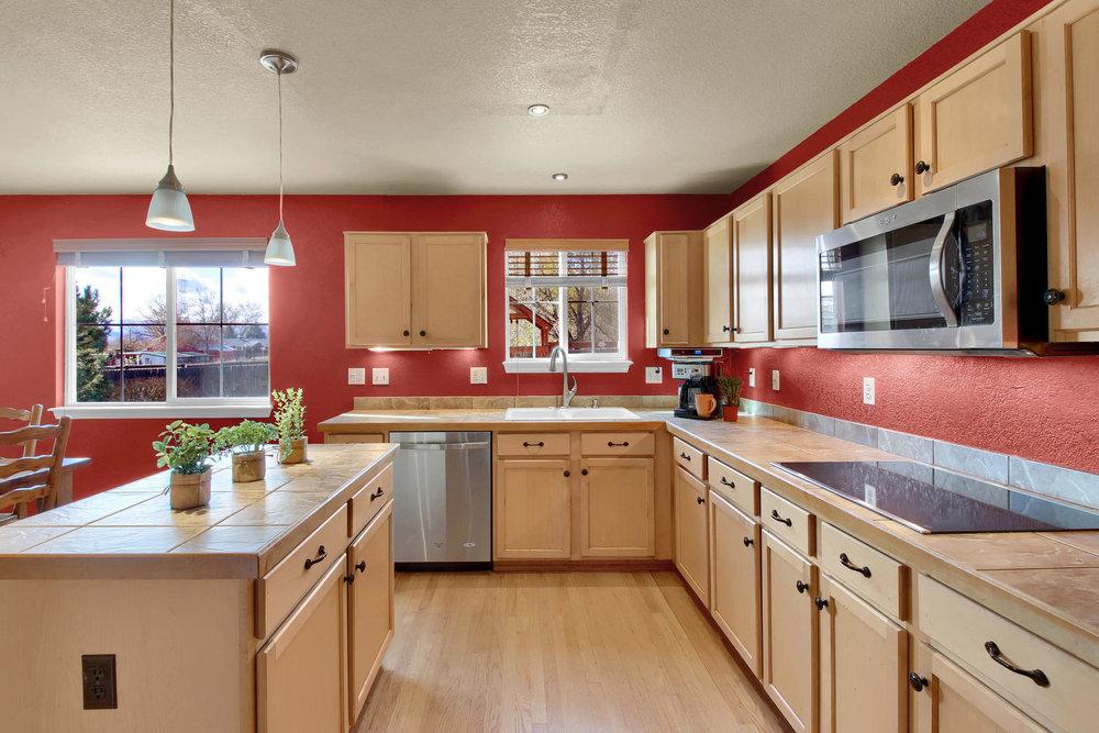 5367 Parfet St Arvada CO 80002-013-9-Kitchen-MLS_Size.jpg