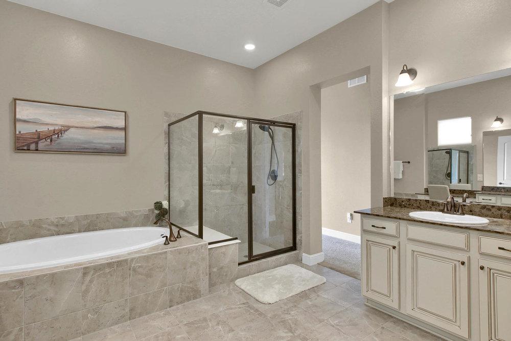 8283 Moss Cir Arvada CO 80007-large-036-33-Bathroom-1500x1000-72dpi.jpg