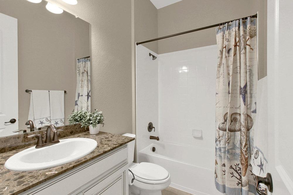 8283 Moss Cir Arvada CO 80007-large-041-32-Bathroom-1500x1000-72dpi.jpg