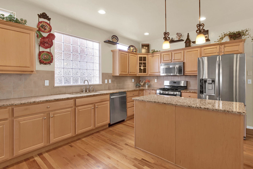 8322 Coors Ct Arvada CO 80005-012-12-Kitchen-MLS_Size.jpg