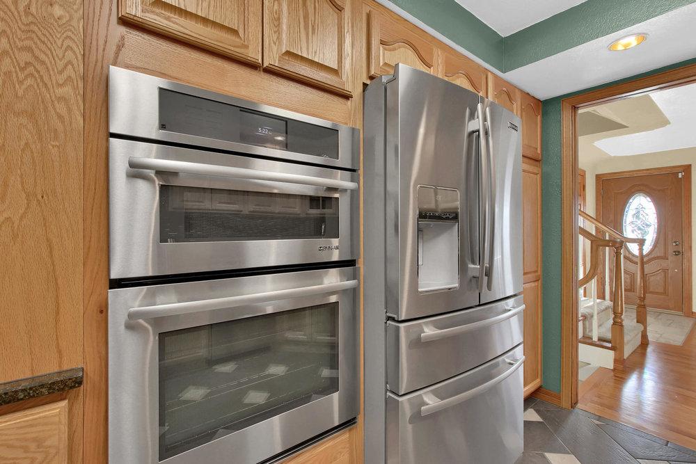 11415 W 76th Way Arvada CO-030-23-Kitchen-MLS_Size.jpg