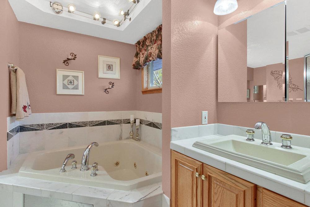 11415 W 76th Way Arvada CO-034-24-Bathroom-MLS_Size.jpg