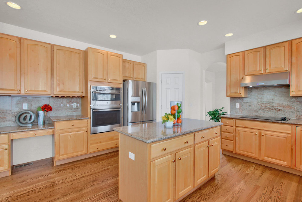 5447 Brookside Dr Broomfield-022-1-Kitchen-MLS_Size.jpg