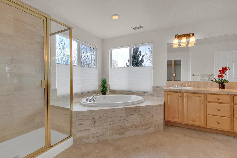 5447 Brookside Dr Broomfield-038-28-Bathroom-MLS_Size.jpg