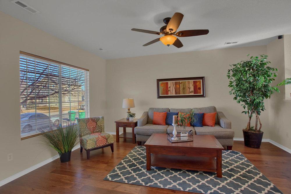 11662 Oakland Dr Commerce City-005-5-Living Room-MLS_Size.jpg