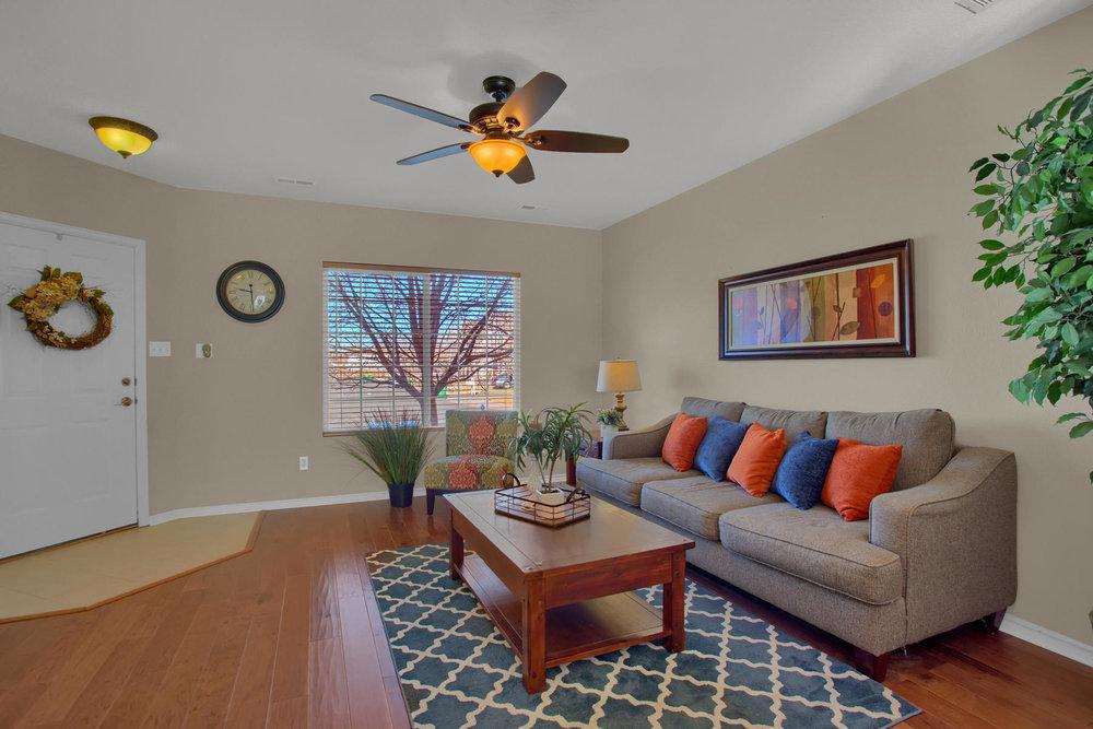 11662 Oakland Dr Commerce City-006-6-Living Room-MLS_Size.jpg