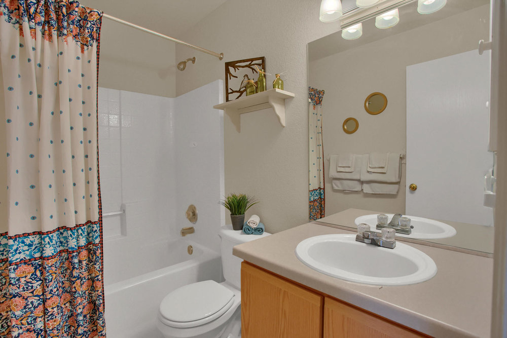 11662 Oakland Dr Commerce City-020-18-Bathroom-MLS_Size.jpg