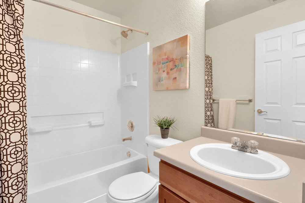 315 Andrew Dr Dacono CO 80514-017-20-Bathroom-MLS_Size.jpg