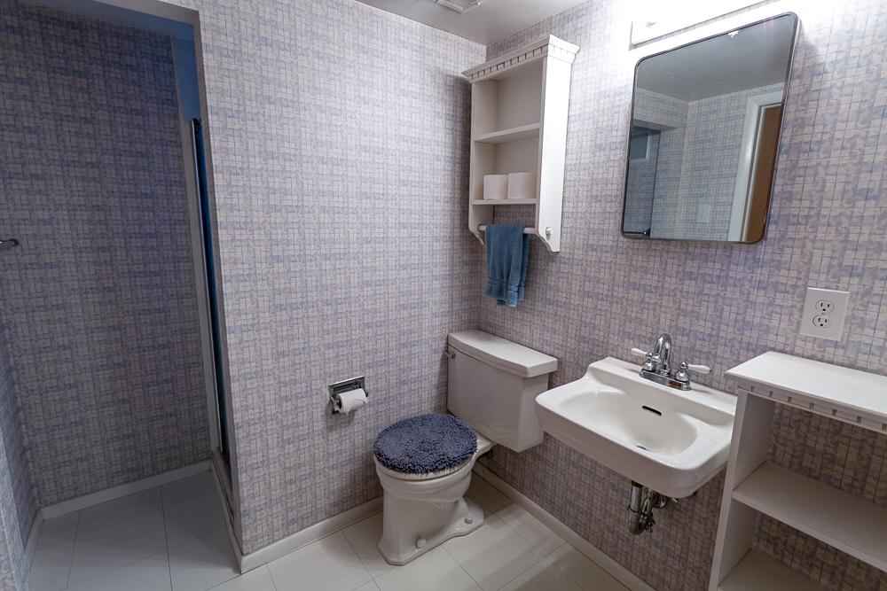 2nd Bathroom 1.jpg