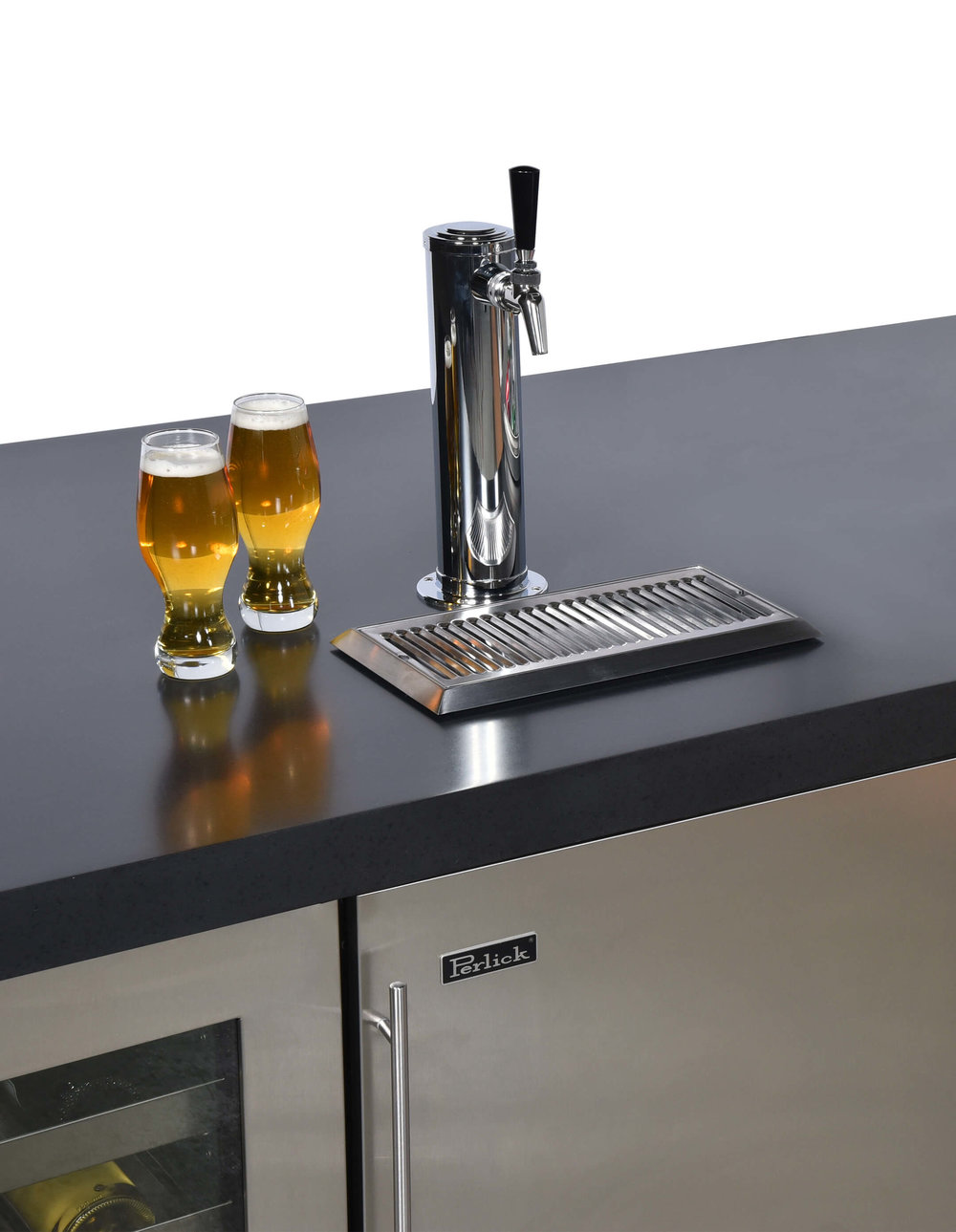 BUILT-IN BEER TAP & KEG