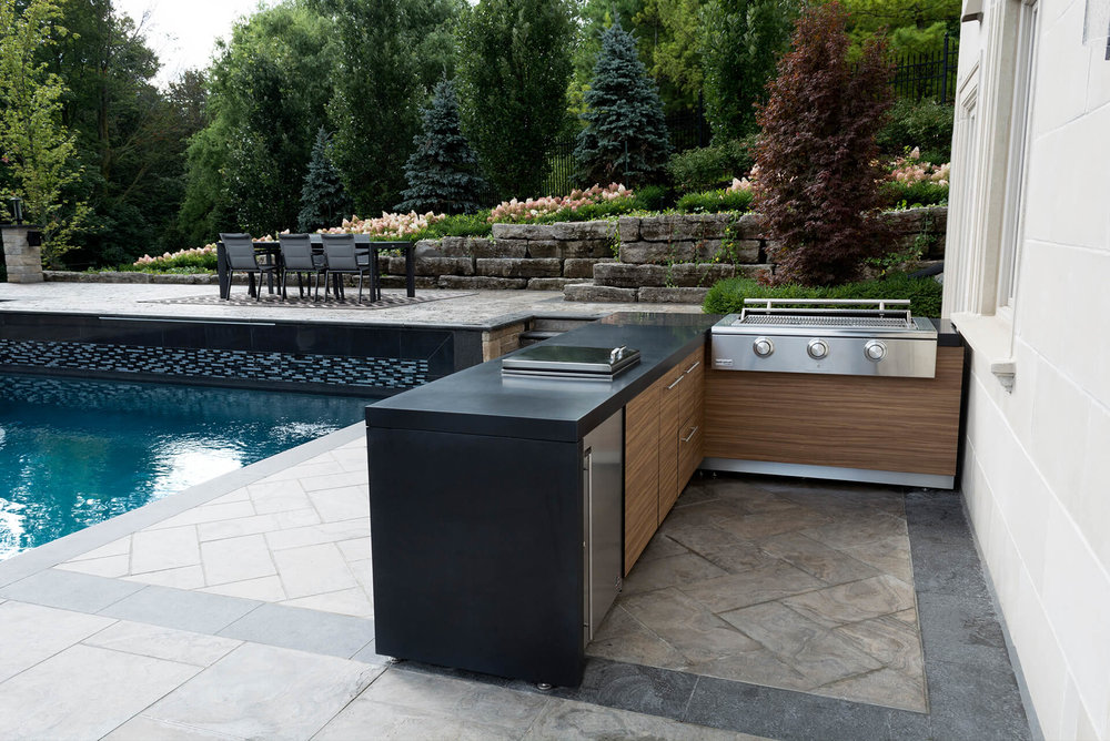 Poolside Living | Outdoor Kitchen