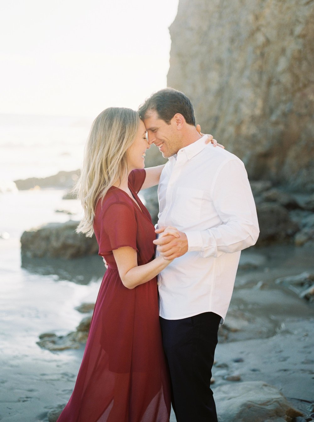 ELMATADOR_FUJI400H_MALIBU_LOSANGELES_PHOTOGRAPHER_WEDDING_ENGAGEMENT_STYLEMEPRETTY_FILM_BEACH_SOCAL_KATELROSEPHOTOGRAPHY_007.jpg