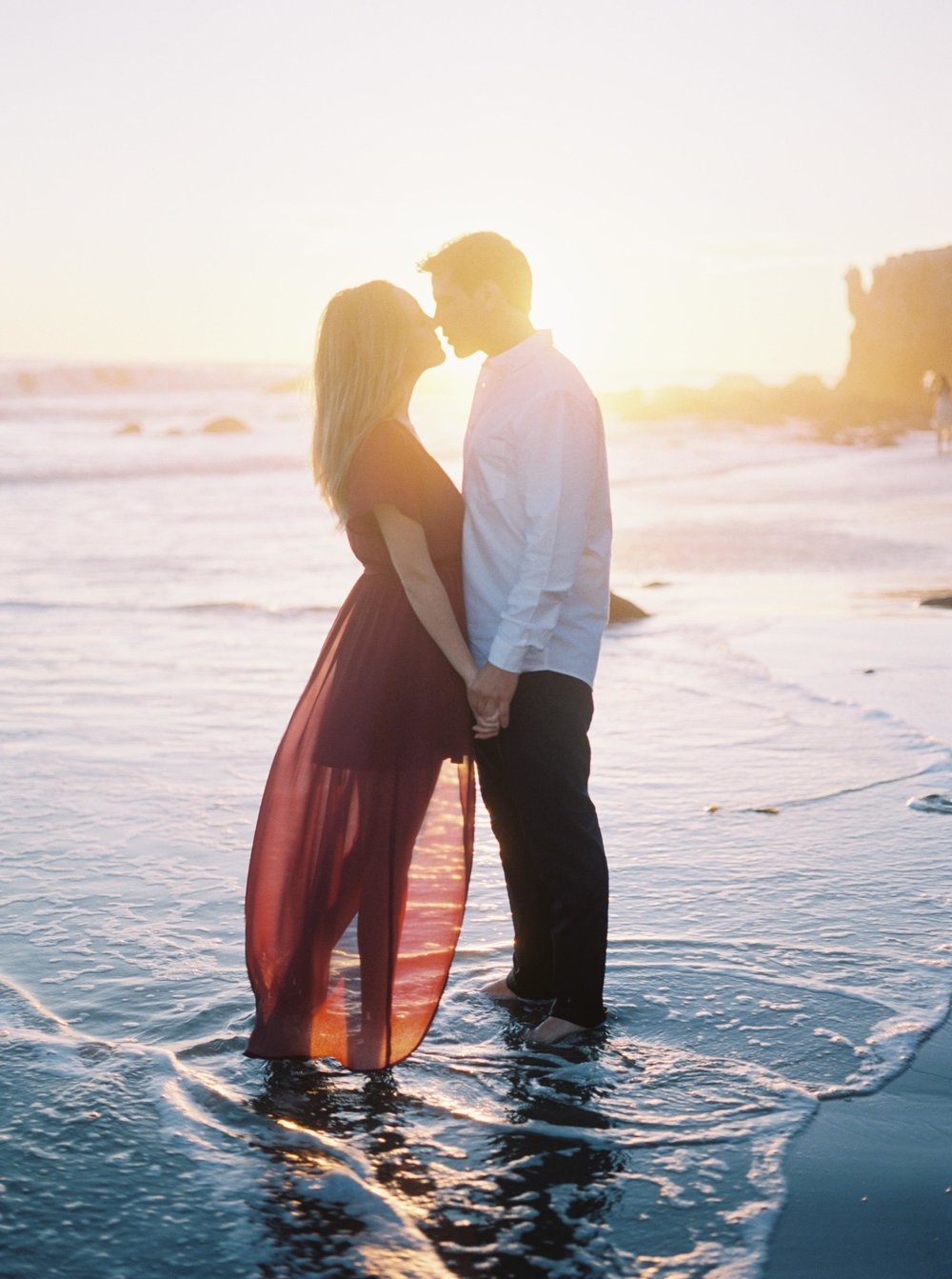 ELMATADOR_FUJI400H_MALIBU_LOSANGELES_PHOTOGRAPHER_WEDDING_ENGAGEMENT_STYLEMEPRETTY_FILM_BEACH_SOCAL_KATELROSEPHOTOGRAPHY_017.jpg