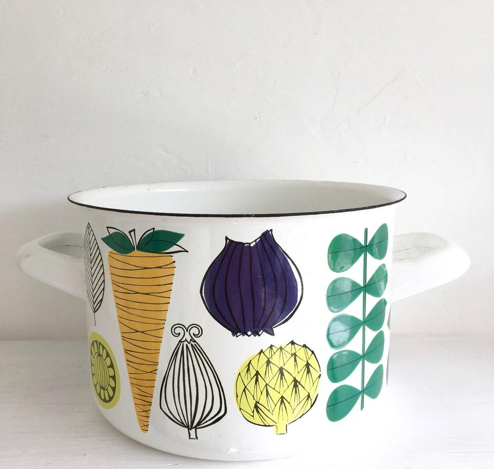 Finel casserole dish designed by Esteri Tomula in the 60s