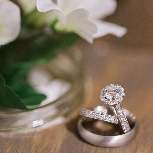 Did anyone get engaged over the holidays? Or, is anyone expecting their potential partner to pop the question tonight or tomorrow? Ohhhh, I love engagement stories! If you did happen to get engaged this holiday season, please share your story! I'd love to hear it. ♥️💍 Photo by @paper_tree_photo . #faithintoart #wedding #weddinginspiration #weddingideas #bridetobe #misstomrs #futurebride #justengaged #happynewyear #2019bride #engagedlife #engagedcouple #engaged💍 #2019bridetobe #2019wedding