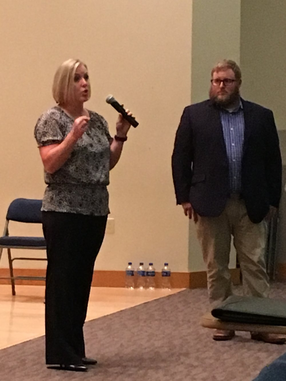 DEA Special Agent, LeAnn Bakr and Pharmacist, Eric Crumbaugh take questions from students