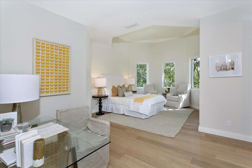 600-seasage-drive-bedroom.jpg