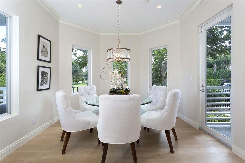 600-seasage-drive-dining-room.jpg