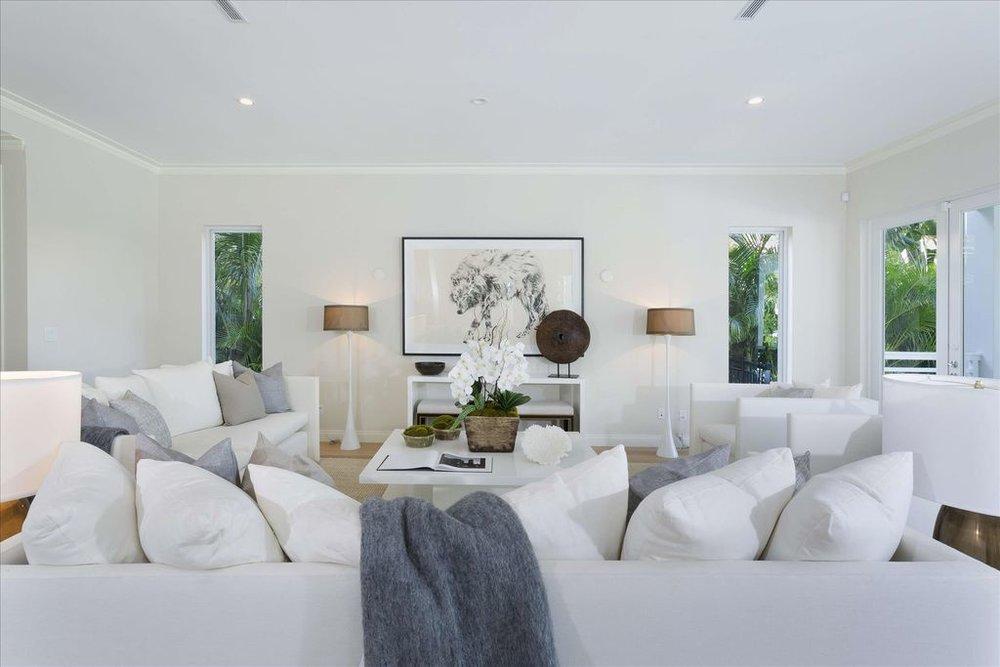 600-seasage-drive-living-room-2.jpg
