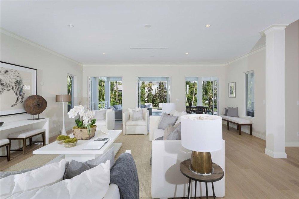 600-seasage-drive-living-room.jpg