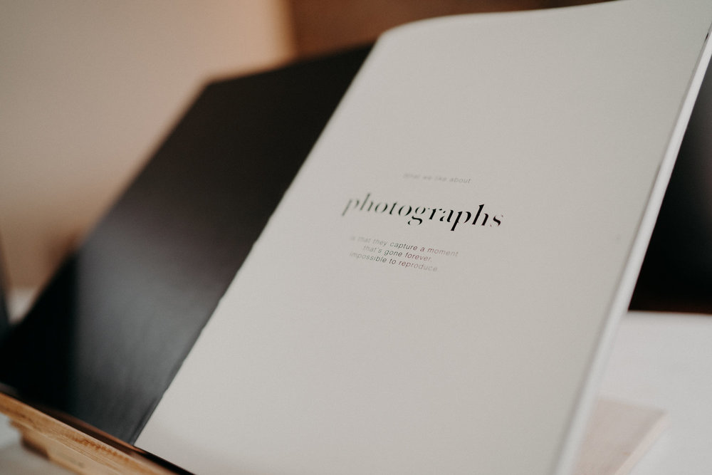 Photobuch - Ein Buch mit den Fotos Eures Events kann eine wunderschöne Erinnerung und zugleich ein Geschenk für die engsten Familienmitglieder sein, oder Ihr lasst Euch ein Gästebuch gestalten was Ihr am Tag der Veranstaltung mit Feder und Tinte bereit stellt.