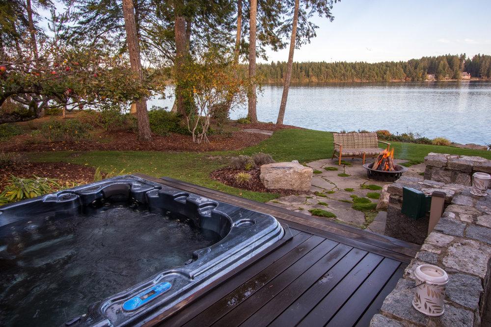 6a- Hot Tub.jpg
