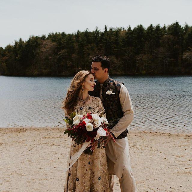 First looks + bold florals. Must be Friday! 🤷♀️🌹 . . planning: @mksocialco photo: @rachelleinerphoto floral: @kinshipfloral . . #firstlook #lovebirds #loveauthentic #lovestory #flowerfriday #floraldesign #shadesofred #redflowers #friyay #bridalbouquet #bridestyle #bostonbrides #newenglandbride #newenglandwedding #destinationwedding #backyardwedding #arabicwedding #weddingstyle #weddingdetails #weddingtradition #weddingphotography #weddingplanner #destinationweddingplanner #newenglandweddingplanner