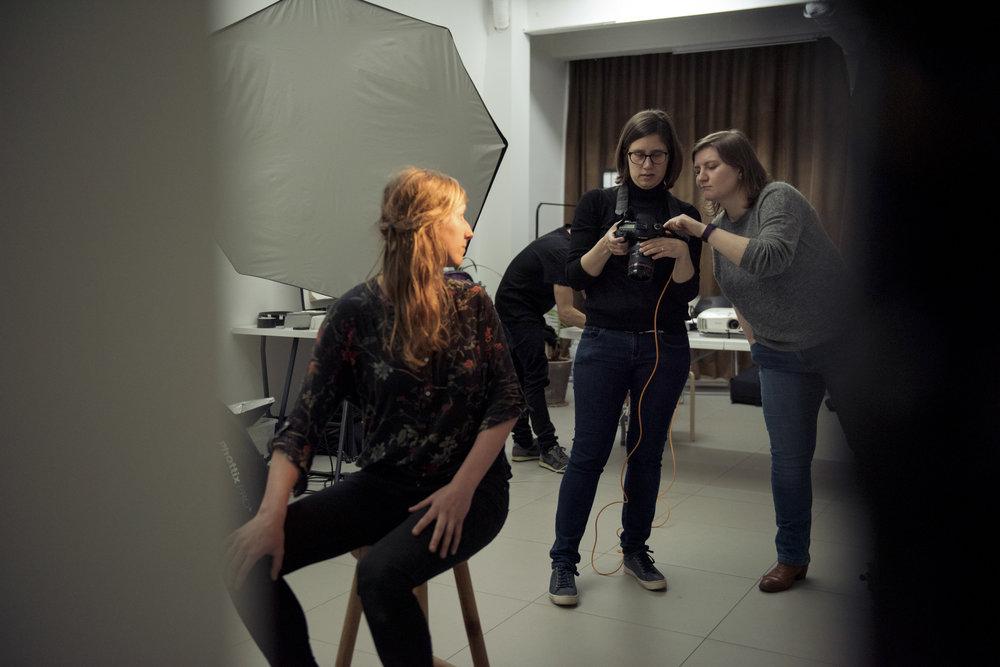 Studioportret- Yuri Andries - Leer licht te gebruiken om je verhaal te vertellen. Je gaat in de studio aan de slag met courant te vinden (en te huren) studiomateriaal, waarmee je de relatie tussen licht en gevoel verkent.