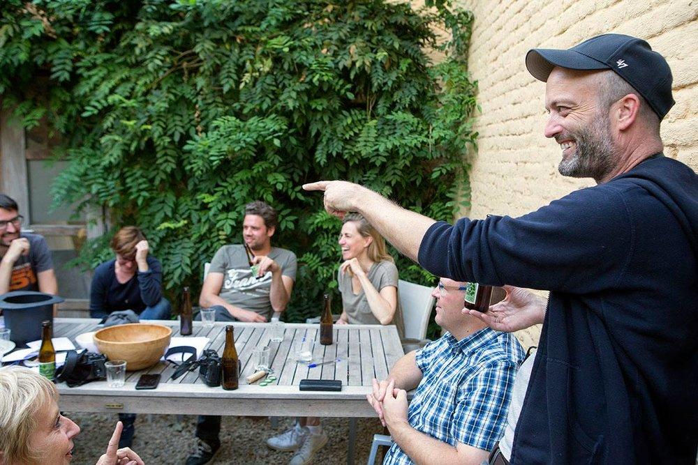 Straatfotografie -Matt Stuart - Nooit je huis uit gaan zonder je camera, en veel geduld. Zo omschrijft Magnum Photos Nominee Matt Stuart het leven van een straatfotograaf. Wat er nog bij komt kijken (er komt natuurlijk veel meer bij kijken), ontdek je tijdens deze tweedaagse workshop.