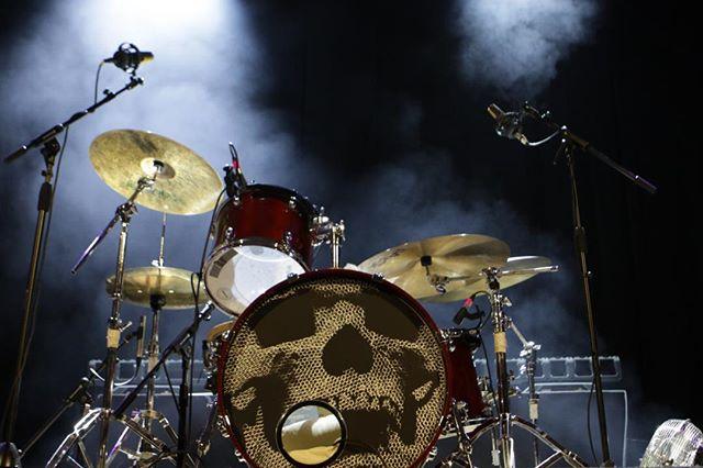 Drumset looking sexy! #livemusic #tama  #drumsofinstagram #paiste #zildjiancymbals #istanbulcymbals #postrock #skull