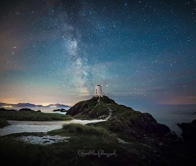 We have one place left on a so far SOLD OUT run of workshops coming soon. Join @gareth_mon_photography for a night of photography on #anglesey #wales @visitwales