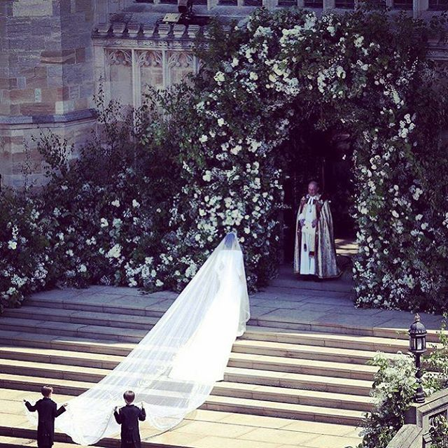 That archway... *swoon* 🌷#laceandblooms up early to watch the #royalwedding 👰🏻
