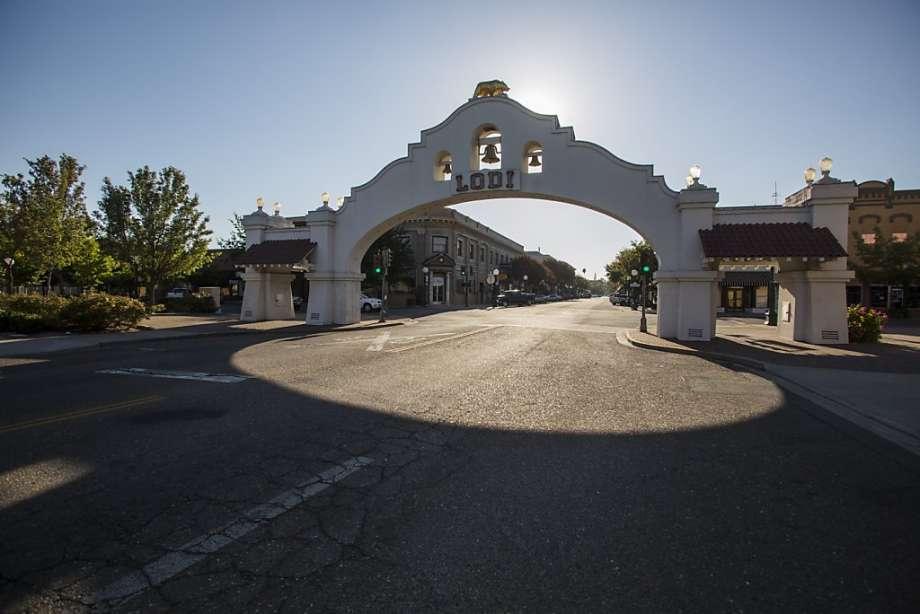 Lodi Arch.jpg