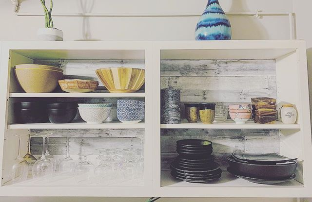 Everyone ❤️ loves a good before / after ✨photo, so swipe away! . As an organizer, some days you realize you've forgotten to make time to implement changes in your own home that you've been doing for others for months 🤷🏼‍♀️ . Years ago, I removed the cabinet doors in our kitchen as I've always been a firm believer that open spaces kept me creative and organized. No hiding behind closed doors. Literally🚪 . Originally we painted the back red with black liner, matching our style and budget at the time. 💰 . Recently it just felt so dark and faded that I was ready for a shift. We had the kitchen painted, removed everything from our cabinets (which I always LOVE as it gives me the chance to touch and reassess everything, always resulting in several giveaway items) and bought some funky wallpaper to brighten everything up. Of course the cabinet scrub down, fresh paint and new white liner went a long way as well. ✅ . It was a long night but it felt REAL good after. 💪🏼 Pick an upcoming night that you can spare a couple hours after everyone else has gone to bed, ADD that night to your calendar to make it REAL, put some earbuds in and get after YOUR next project! . . . . . #organizedhome #professionalorganizer #organizer #organizedkitchen #target #opencabinets #cleankitchen #colorfulkitchen #organizedkitchens #greykitchen #tidyhome #organization #homeorganization
