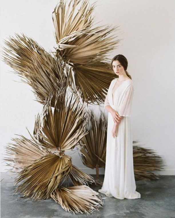 Palm frond perfection ✨ Florida brides, this is stunning, affordable wedding decor right here ☝🏻 . . . . . . Photo by @meghanmehan with styling by @harvestinglove. As seen on @magnoliarouge  Dress @lenamedoyeffbridal, h&mua @victoriatodabeauty, florals @hawthornflowerstudio, linen @latavolalinen, chairs & tableware @theonicollection, stationery @victoriakrav, model @sophlyonss, studio @mikivargasphotography #magnoliarouge