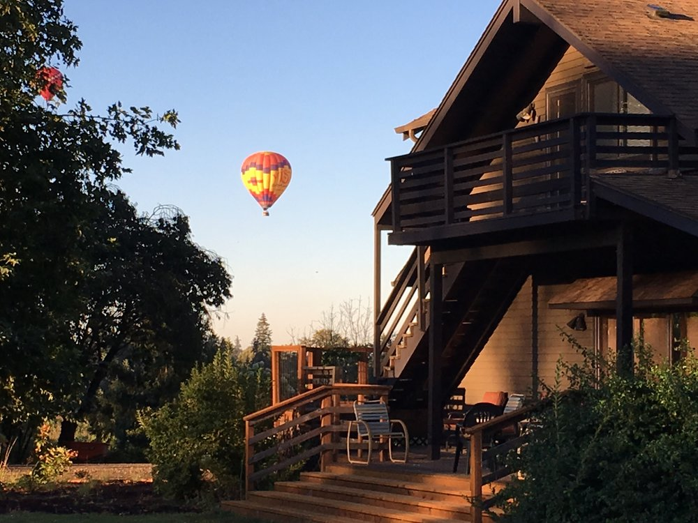If you wake up early enough, from April to October, you can see the hot air balloons from the guesthouse.