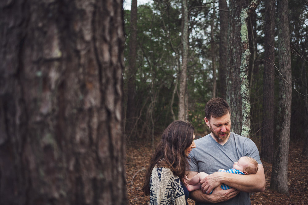 thomas wywrot photography nashville family photographer tennessee tn pictures photos newborn baby infant brentwood franklin fall leaves trees holding baby sunset outdoor session