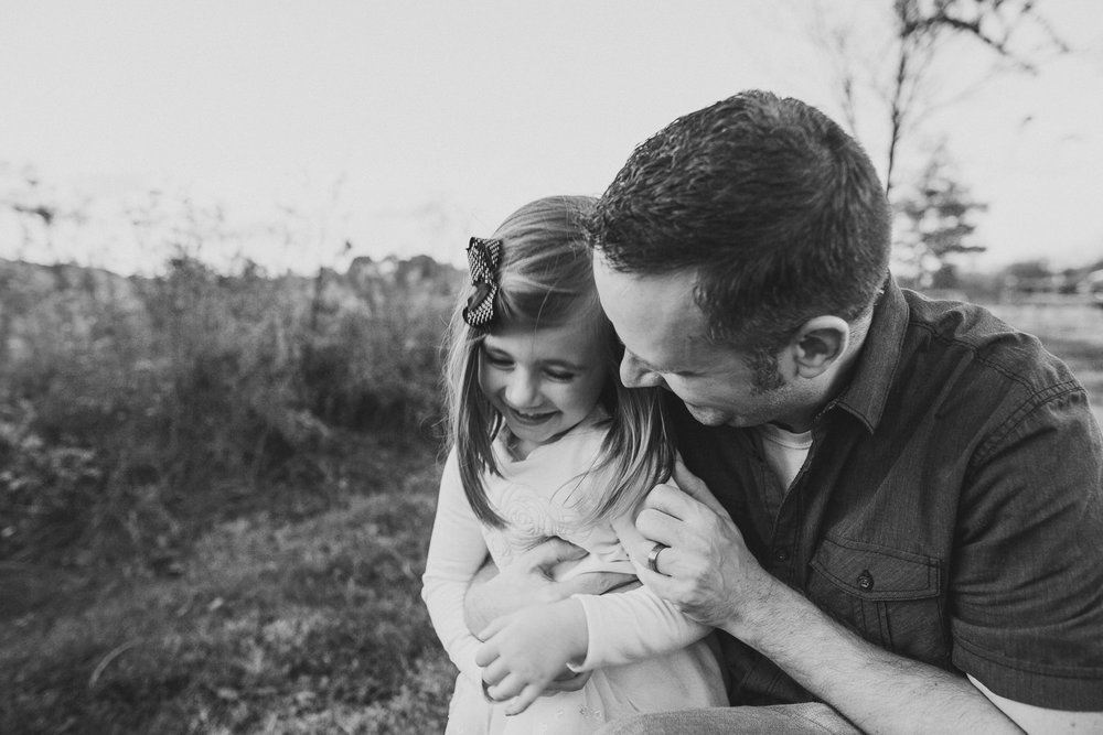 thomas wywrot photography nashville family photographer tennessee tn pictures photos newborn baby infant brentwood franklin candid lifestyle outdoor sunset father daughter dad hugs laughing smiling