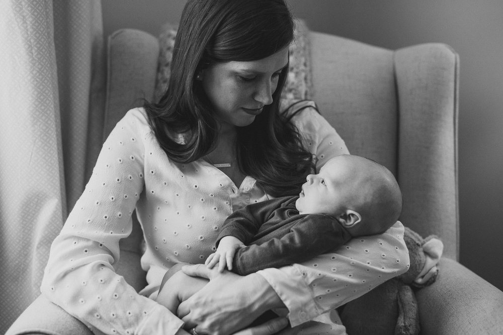 thomas wywrot photography nashville family photographer tennessee tn pictures photos newborn baby infant brentwood franklin holding baby black and white indoor in home candid lifestyle mother mom