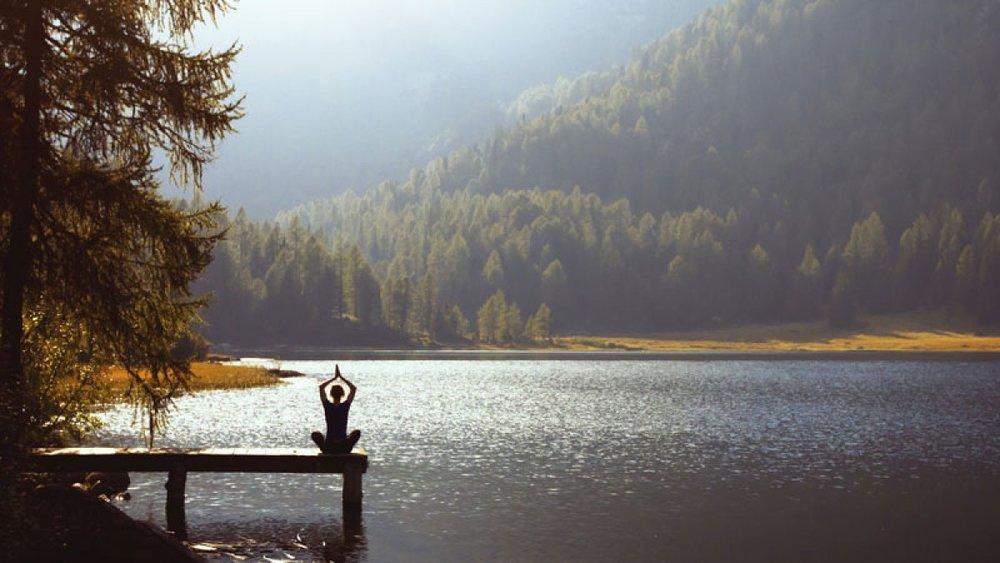 meditation-goes-mainstream-lake-pose_fe.jpg