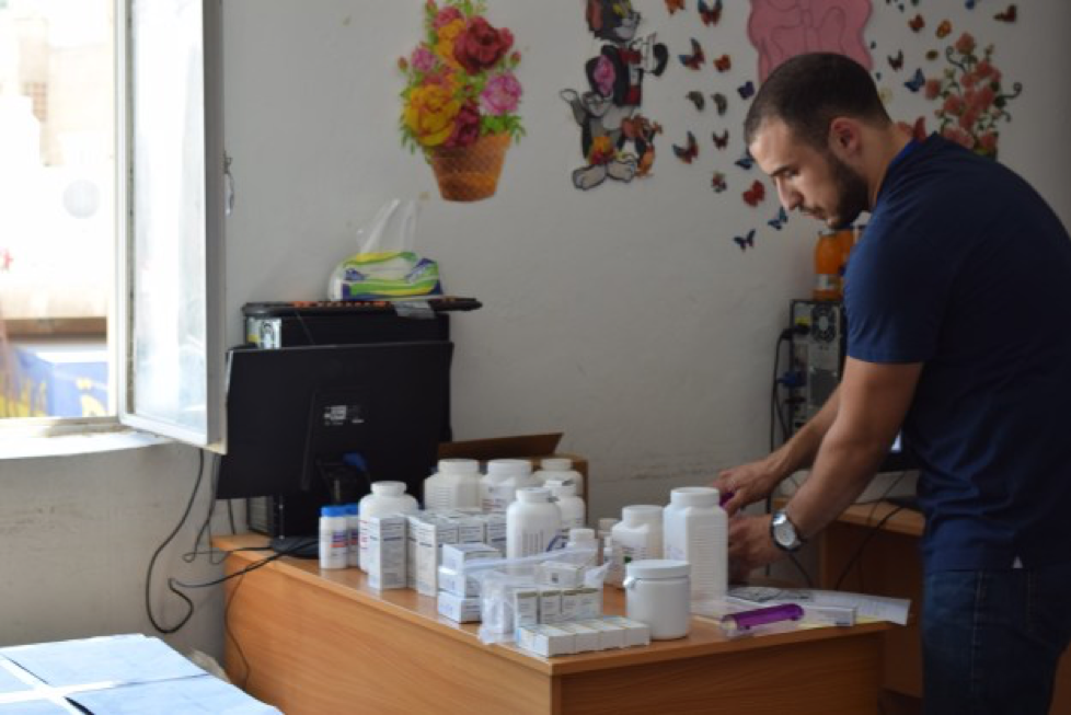 Our Jordanian student doctor friends helped us by working in the pharmacy to dispense and distribute medications as prescribed.