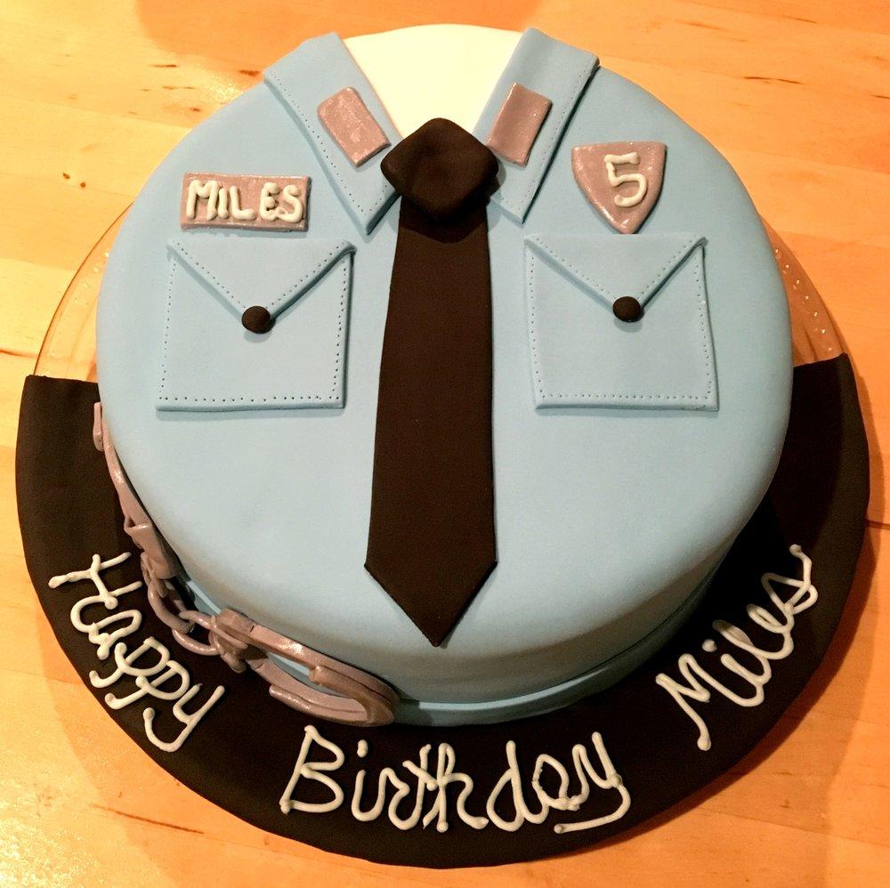 police cake 3.jpg