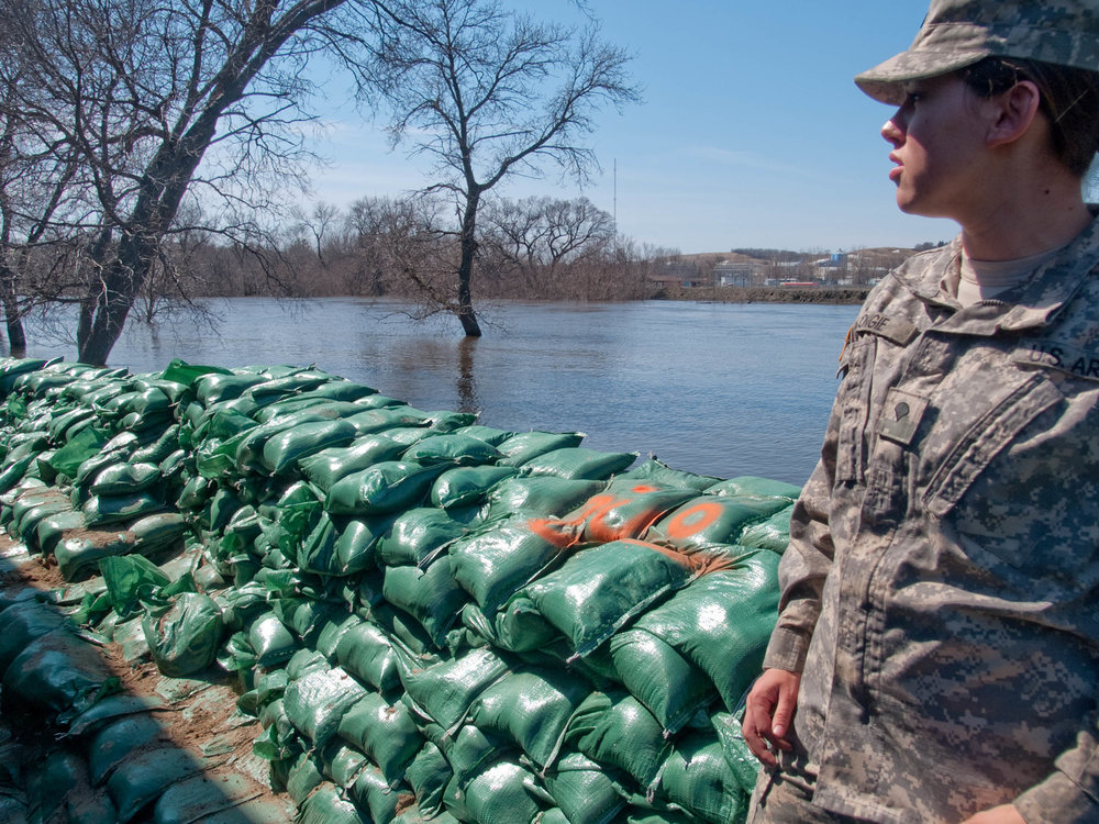 40732 female national guard flood sandbag.jpg