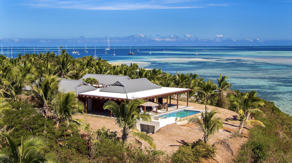 Vale I Yata - Vale I Yata is true to its local Fijian dialect meaning 'house on top'. This luxury private home boasts a spectacular hill top location overlooking your own beach with views across to Malolo Island and out to the South Pacific Ocean.