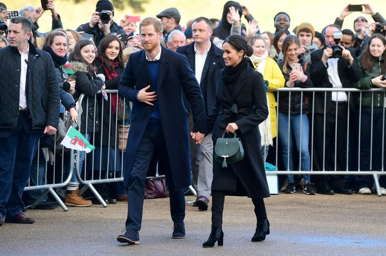 meghan-markle-bag-1516302291.jpg